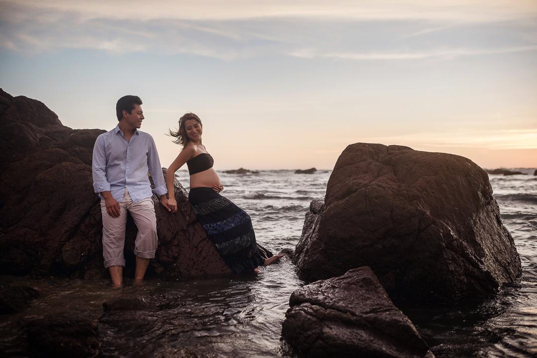 fotografo en mazatlan fotografia en mazatlan fotografia de embarazo mazatlan embarazadas mazatlan fotografia de destino sesion de embarazo en playa laura y jesus